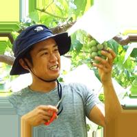 農作業中の岩崎園メンバー